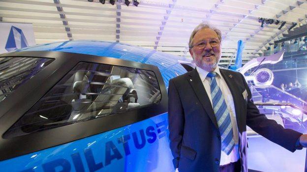 Verwaltungsratspräsident Oscar Schwenk ist stolz auf den Düsenjet.