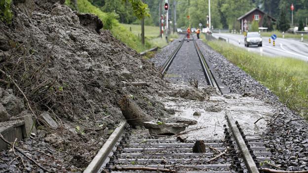 Die Bahnstrecke bei Werthenstein bleibt bis Sonntag unterbrochen.