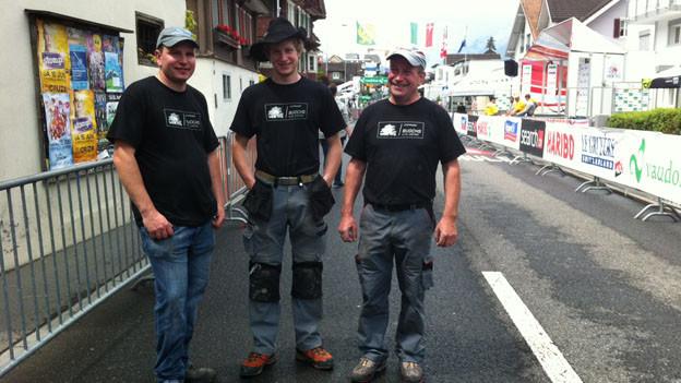 Drei der vielen freiwilligen Helfer in Buochs.