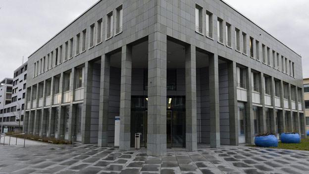Beim Zuger Kantonsgericht wird eine Person suspendiert.