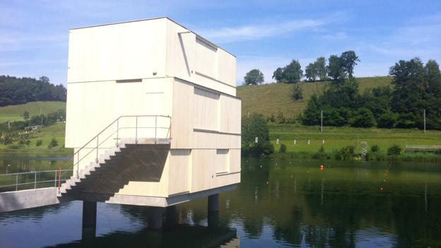 Der neue Zielturm im Rotsee hat 1,3 Millionen gekostet.