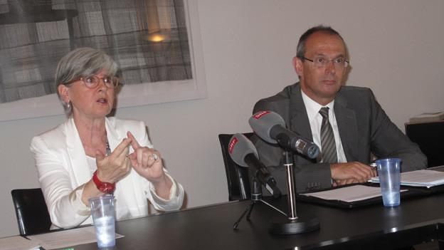 Yvonne Schärli und Beat Hensler am Mittwoch vor den Medien.