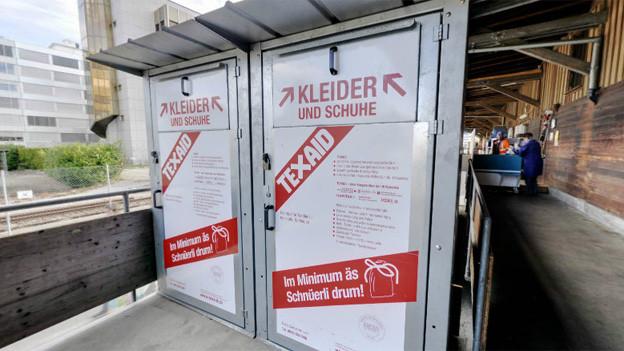 Unter anderem wurden Kleider aus anderen Kantonen in Zug entsorgt.