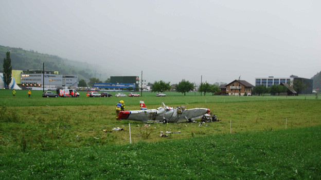 Das Wrack des abgestürzten Flugzeuges in Kägiswil.