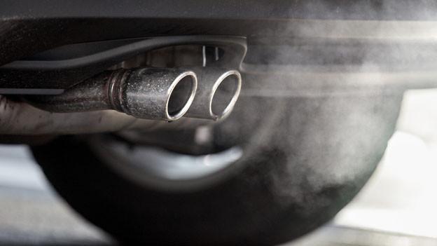 Autoabgase sind für hohe Ozonwerte mitverantwortlich.