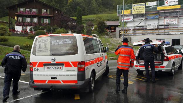 Die Schwyzer Polizei sperrte am 12. September 2012 auf der Ibergeregg vorübergehend sämtliche Strasse und Zufahrten.
