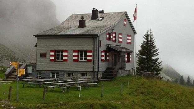 Das Brisenhaus ist bei gutem Wetter Ziel vieler Wanderer