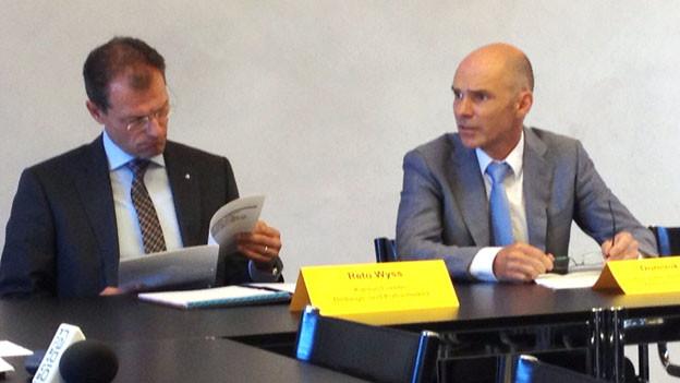 Der Luzerner Bildungsdirektor Reto Wyss und der Dominik Uttiger von der Höheren Fachschule Gesundheit.