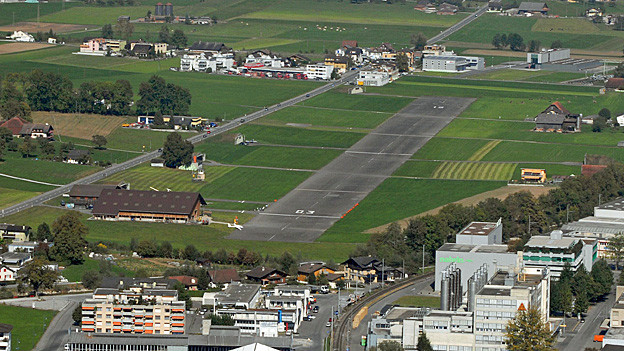 Anflug auf Kägiswil: Der Flugbetrieb soll dauerhaft gesichert werden.
