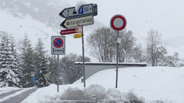 Bei Schnee ist die Zufahrt zur Asylunterkunft anspruchsvoll