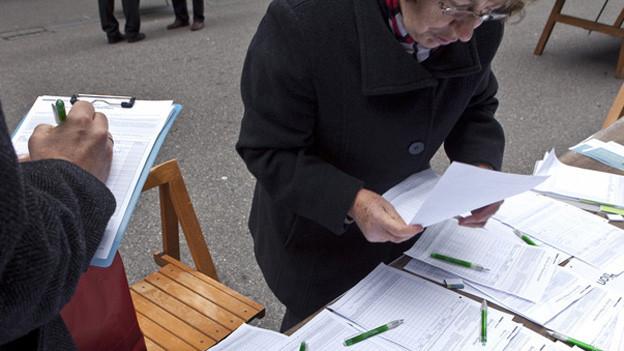 In der Stadt Luzern sollen Ausländer Forderungen ans Parlament richten oder unterstützen dürfen. Der Stadtrat beantragt dem Parlament, das Instrument der Volksmotion umzuwandeln und auf Ausländer mit C-Bewilligung auszudehnen.