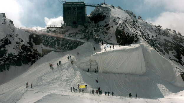 Der Gletschter bei Andermatt wächst dank Vlies wieder.
