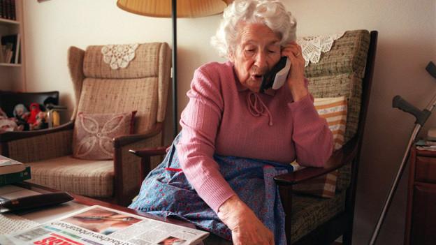 Alte Menschen brauchen mehr Betreuung zuhause.