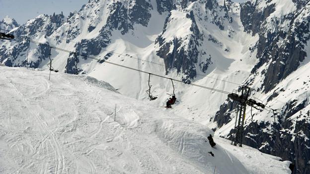Dank Schneekanonen konnten einige Pisten für die Skifahrer geöffnet werden.
