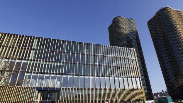 Das Sportgebäude mit Hallenbad auf der Luzerner Allmend.