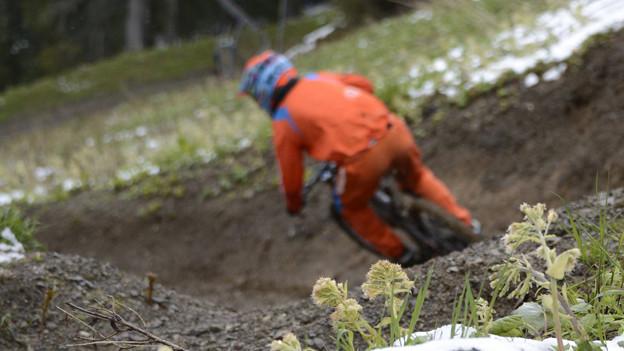 Rücksichtslose Biker verärgern Bauern und Wanderer.