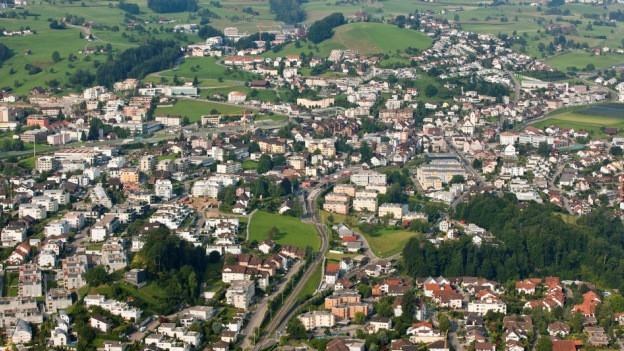 Die Schwyzer Gemeinde Wollerau am Zürichsee.