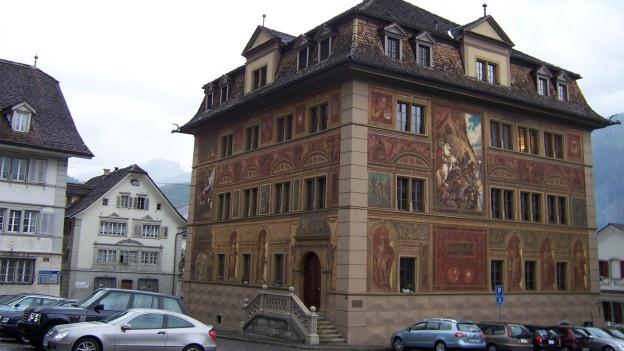 Im Schwyzer Rathaus führten die Parlamentarier eine hitzige Debatte.