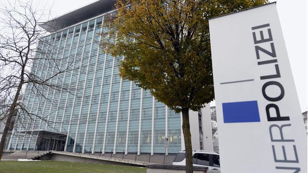 Die Luzerner Regierung soll die Luzerner Polizei genauer kontrollieren.