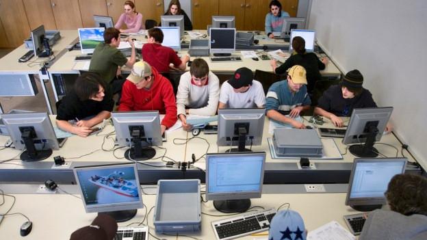 Informatikstudierende der Hochschule Luzern werden künftig im Kanton Zug ausgebildet.
