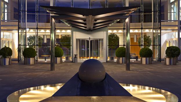 Eingang zum Glencore Hauptsitz in Baar.