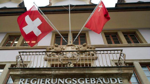 Die Regierung des Kantons Schwyz will mehr Steuern einnehmen.