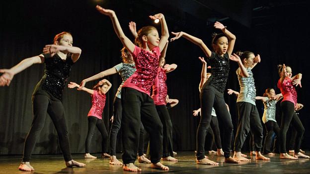 Die Tänzerinnen waren mit vollen Einsatz dabei.