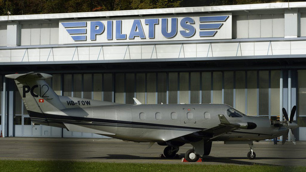 PC 12 vor den Pilatus Werken Stans