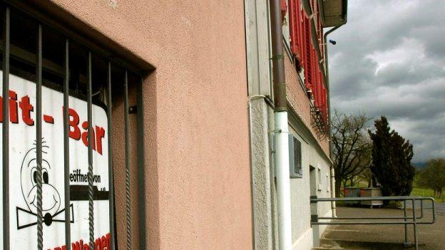 Die Kontaktbar in Tuggen, wo die Grossrazzia stattfand.