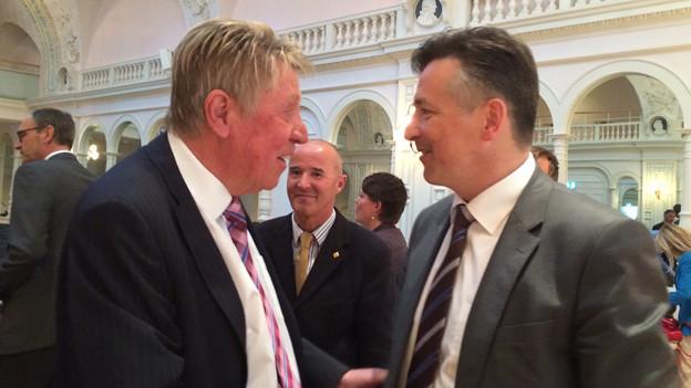 Mario Amstutz (links) gratuliert seinem Nachfolger Hans Wicki