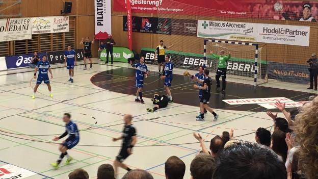 Die Handballer des HC Kriens-Luzern hadern mit einer Entscheidung des Schiedsrichters.