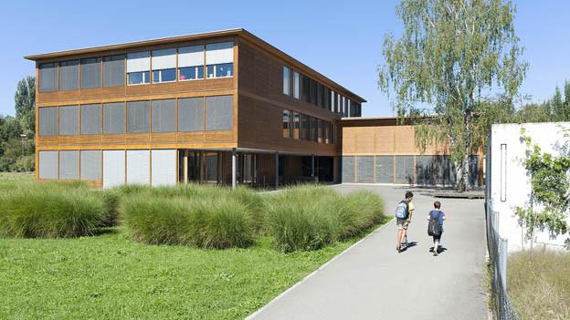 Das Schulhaus Riedmatt soll unter anderem ausgebaut werden.