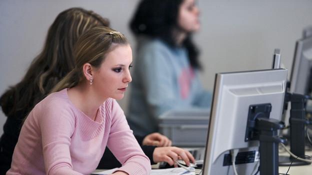 Eine Lehre soll in Zug dereinst auch in englischer Sprache absolviert werden können.