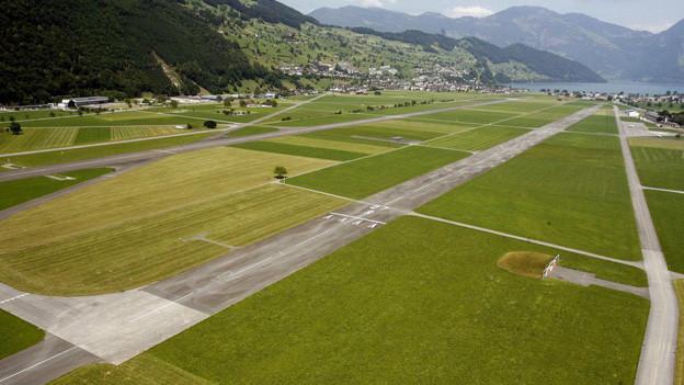 Luftaufnahme des Flugplatzes Buochs