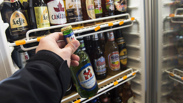 In Obwalden wird nur noch etwa bei jedem vierten Test Bier an Minderjährige verkauft.