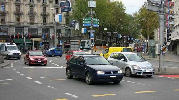 In den Stosszeiten stockt der Verkehr in Luzern regelmässig.