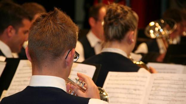 Die Musikgesellschaft Hildisrieden spielt in Wauwil auf.