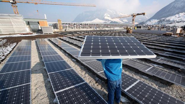 Die CKW senken den Preis für Solarstrom.