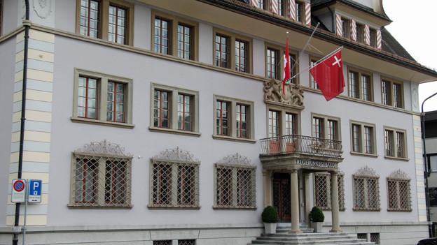 Die Schwyzer Regierung hebt Baubewilligung auf.