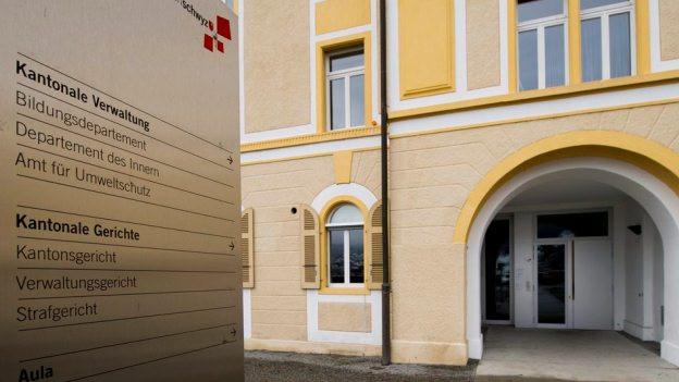 Bei der Verwaltung im Kanton Schwyz soll gespart werden.