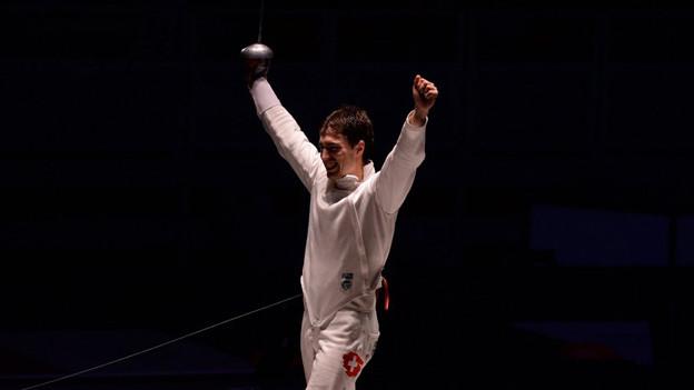 Max Heinzer jubelt nach dem Gewinn der EM-Goldmedaille im Teamwettkampf in Strassburg