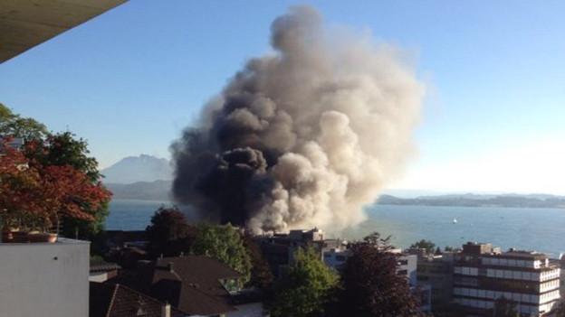 Wegen des Rauchs war der Brand von weit her zu sehen.