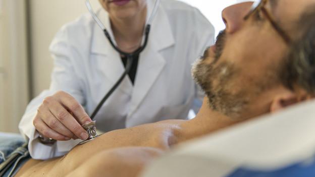 Untersuch bei Ärztin (Symbolbild).