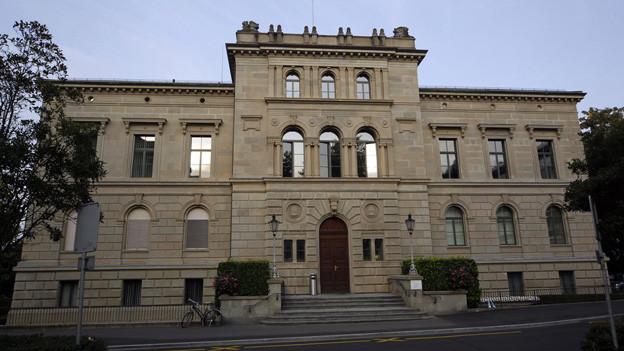 Zehn Kandidatinnen und Kandidaten wollen sich im Oktober einen der sieben Sitze im Zuger Regierungsrat sichern.