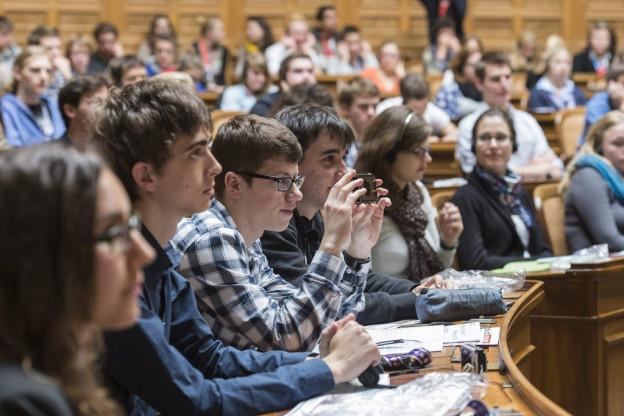 Auch Luzerner Jugendliche sollen ihre Wünsche an die Politik äussern. (Im Bild: Jugendsession im Bundeshaus)