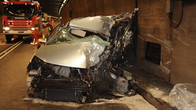 Der Fahrer dieses Autos starb beim Unfall.