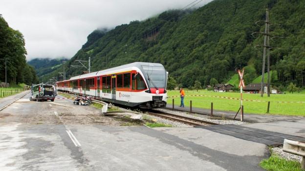 Unfall auf einem Bahnübergang.
