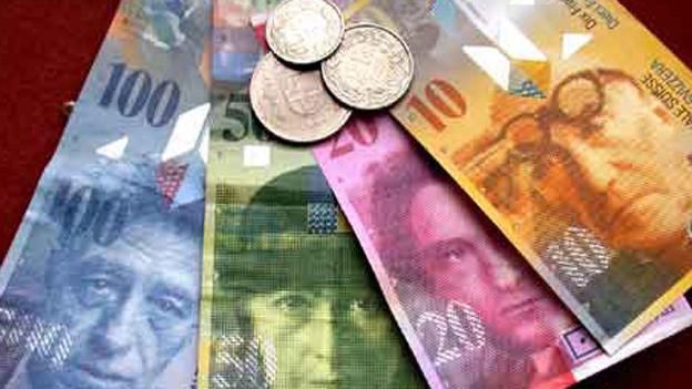 SZ und NW sparen bei ihren Kantonsverwaltungen.