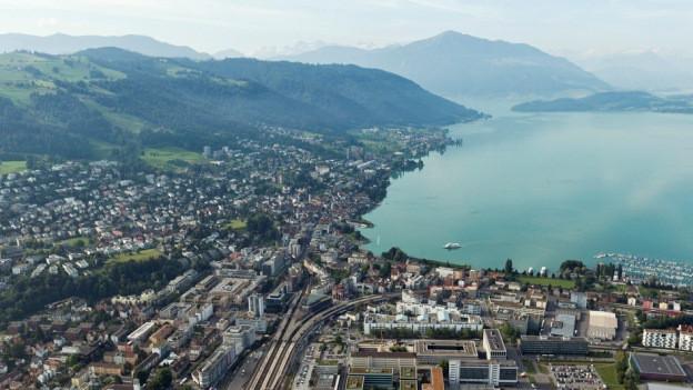 Die Stadt Zug in einer Luftaufnahme.