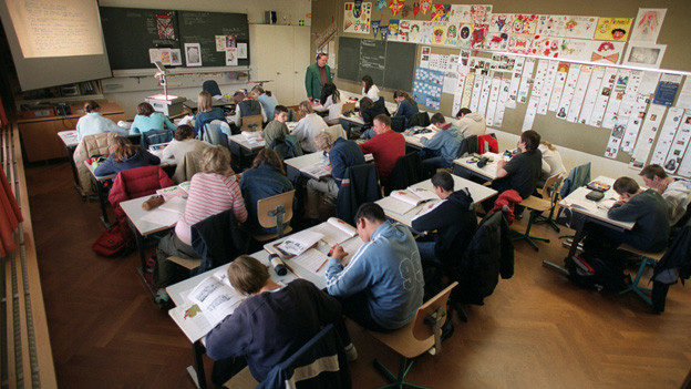 Jugendliche in der Schule (Symbolbild)